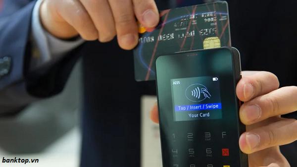mở hai thẻ tín dụng tránh nhiều rủi ro