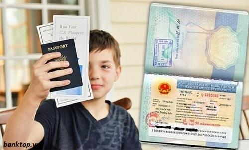 Cha mẹ cần chuẩn bị đầy đủ giấy tờ khi làm hộ chiếu cho trẻ