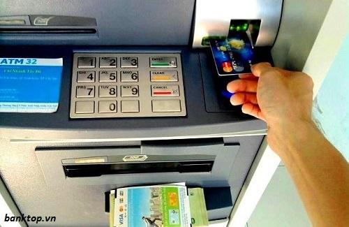 Cách hạn chế bị nuốt thẻ ATM
