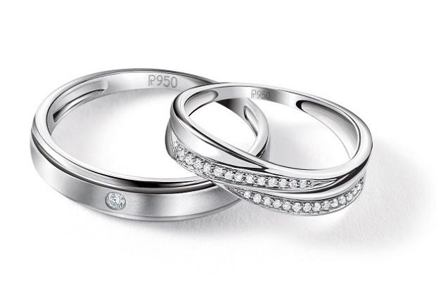 Nhẫn cưới bằng platinum