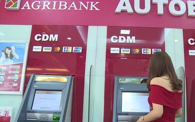 Dùng cây ATM kiểm tra thông tin tài khoản