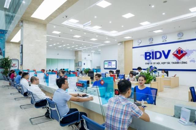 Bạn có thể đến quầy giao dịch để nạp tiền vào tài khoản BIDV.