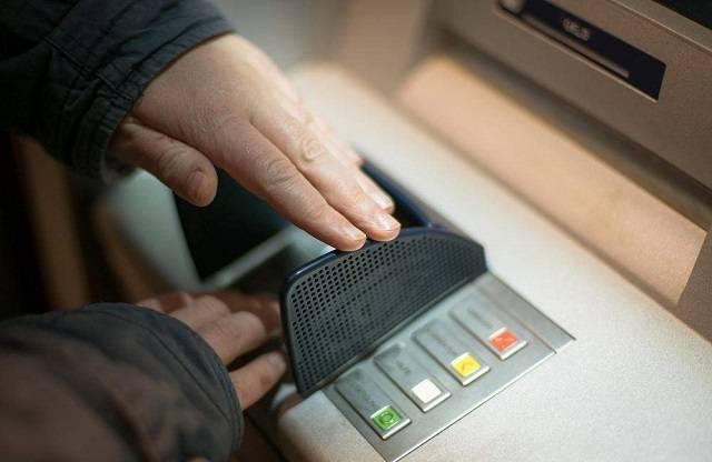 Chú ý các yếu tố an toàn khi kiểm tra số dư trong thẻ ATM