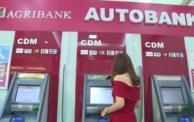 Chuyển khoản liên ngân hàng nhanh chóng tại cây ATM hệ thống.