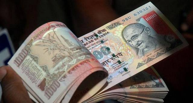 Khách hàng nên lựa chọn những địa điểm được nhà nước cấp phép để đổi Rupee an toàn