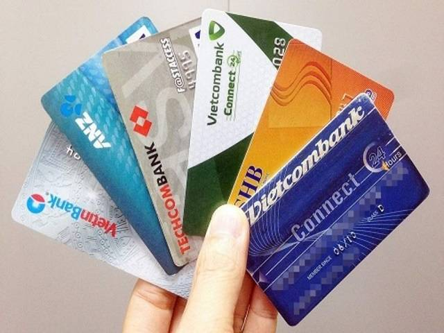 Làm thế nào để kiểm tra tiền trong thẻ ATM