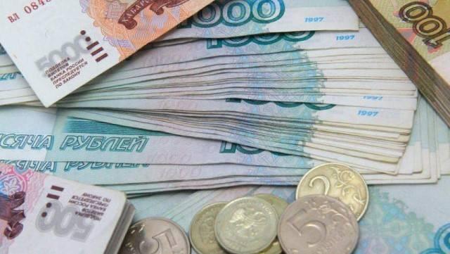 Tiền rup có mệnh giá cả tiền xu lẫn tiền giấy.