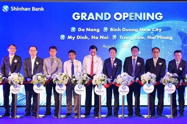 Shinhan Bank trải qua quá trình phát triển với tốc độ nhanh tại Việt Nam
