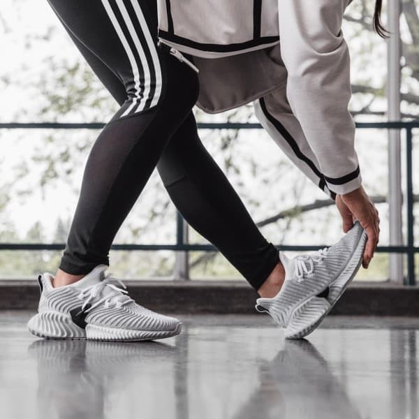 Kiểu dáng giày Sneaker da dạng