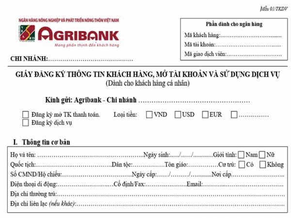 Khách hàng đến chi nhánh để mở tài khoản ngân hàng Agribank